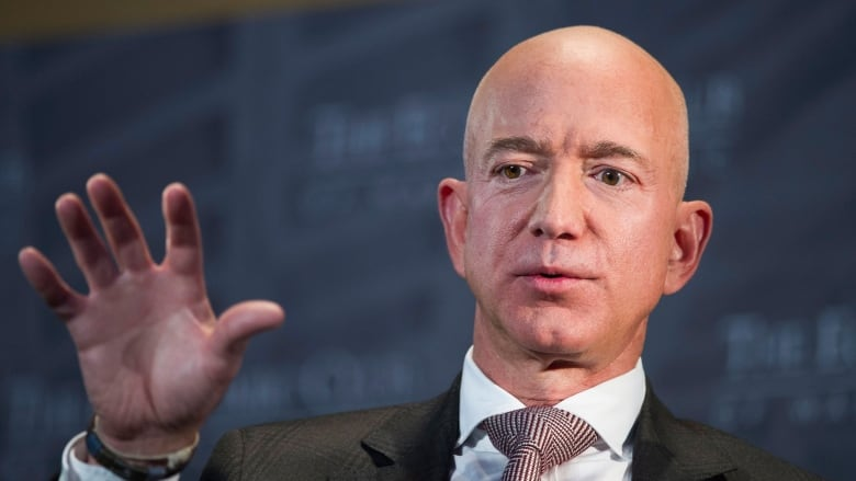 Jeff Bezos and Enquirer in 'blackmail' war over intimate photos