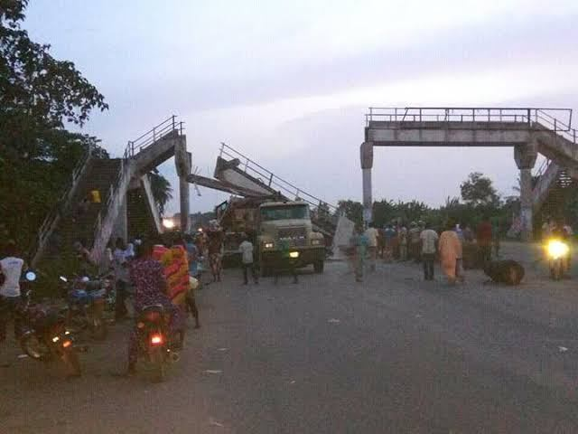 pedestrian bridge collapses in Lagos topnaija.ng