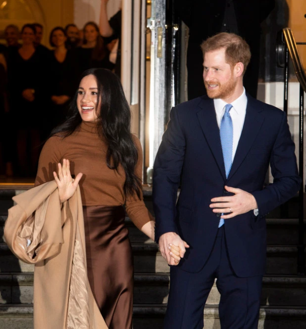 Meghan Markle returns to Canada to join her son