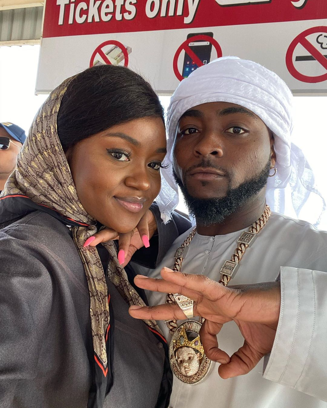 Davido announces he will get Chioma pregnant again after seeing beautiful photos of her