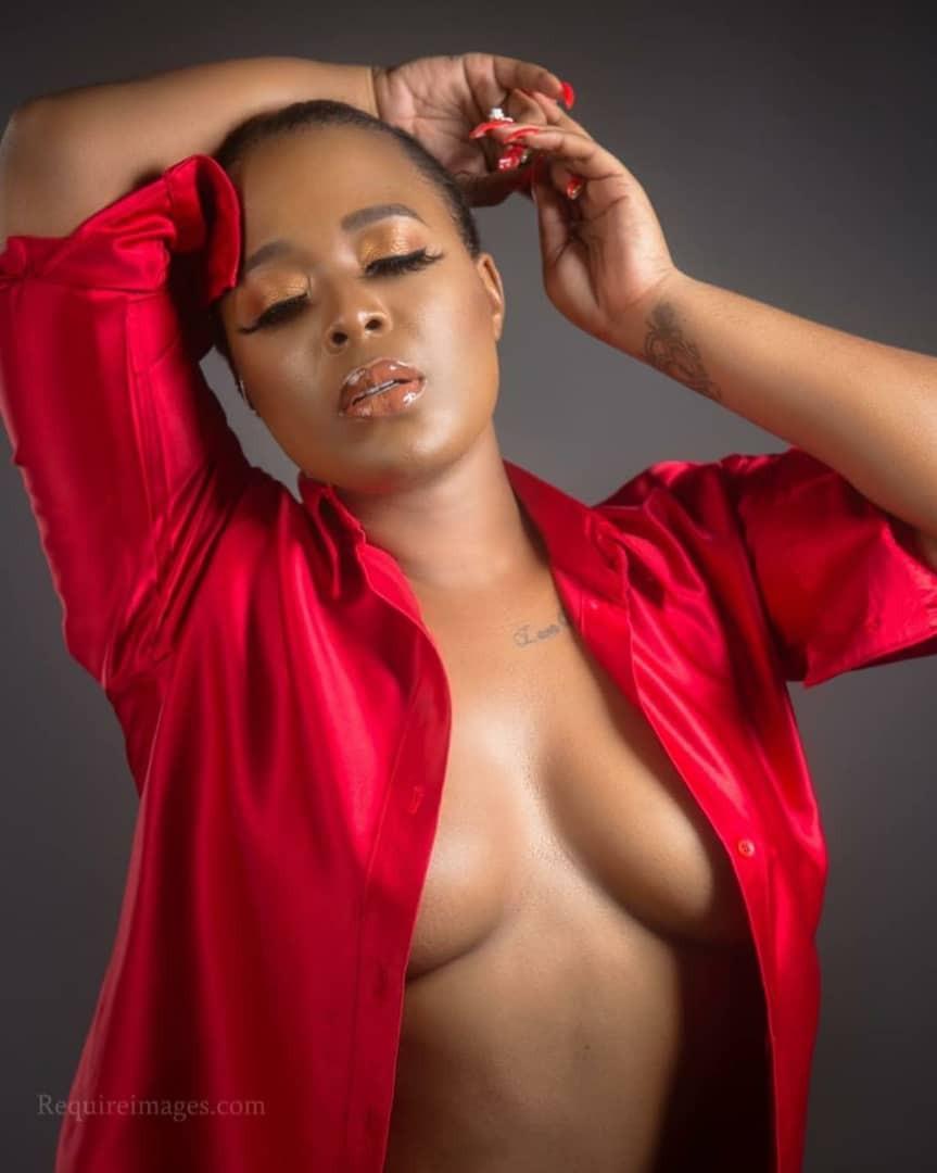 Moet Abebe, poses braless in new photos
