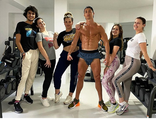 Cristiano Ronaldo goes shirtless in gym with his niece