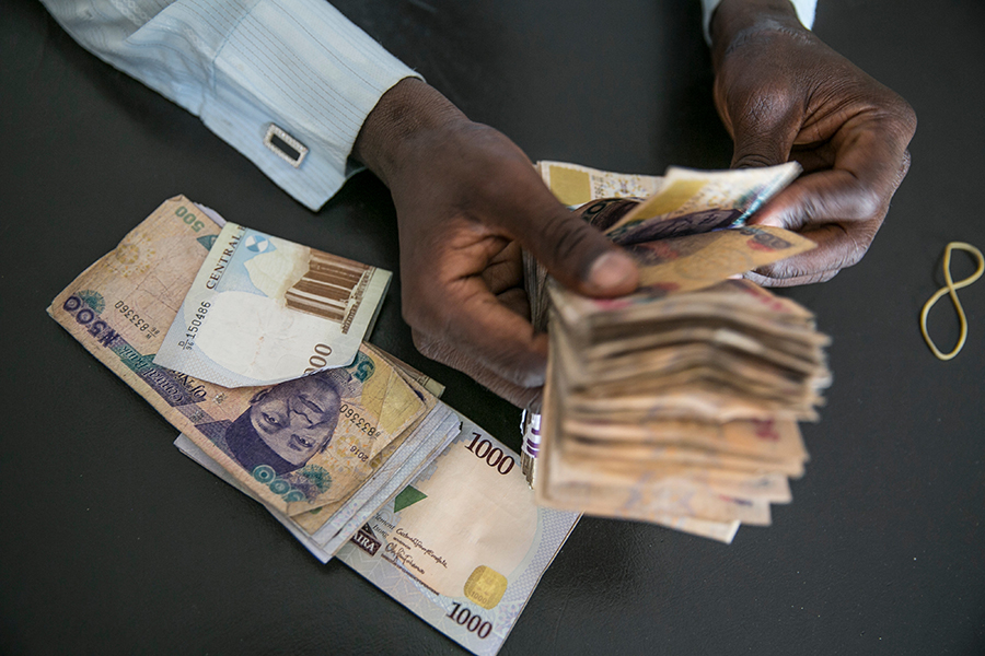 Naira falls to N452 against the dollar