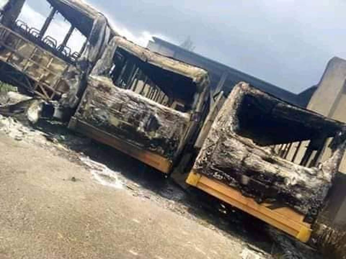 Hoodlums set school shuttle buses on fire in Ondo