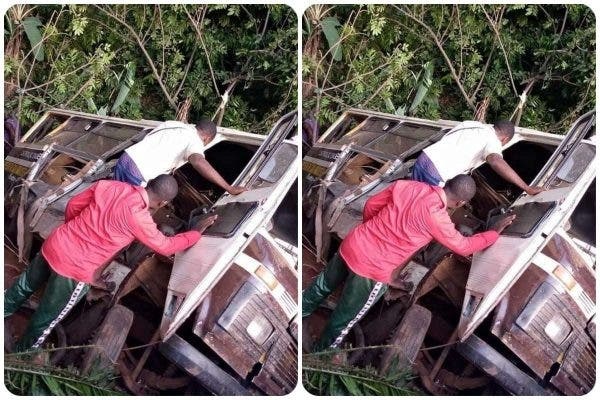 How truck crashed into a school bus in Enugu state, many pupils killed-TopNaija.ng