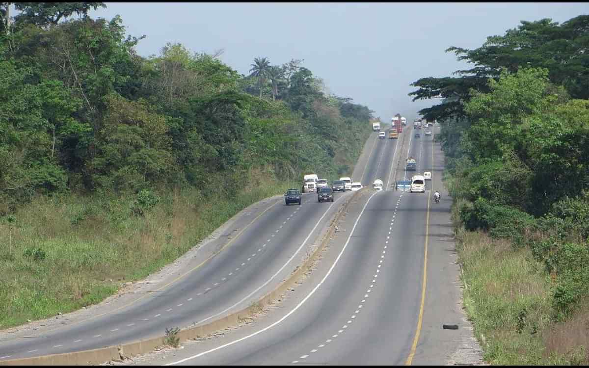 At least five dead, four injured in auto crash along Lagos-Ibadan Expressway-TopNaija.ng