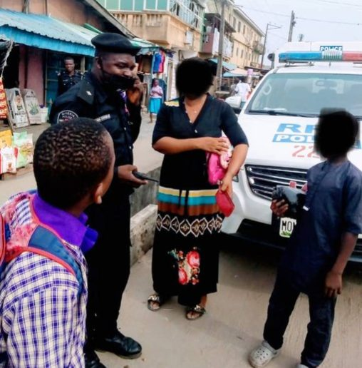 Woman narrate how police returned her purse containing N115,000 -TopNaija.ng