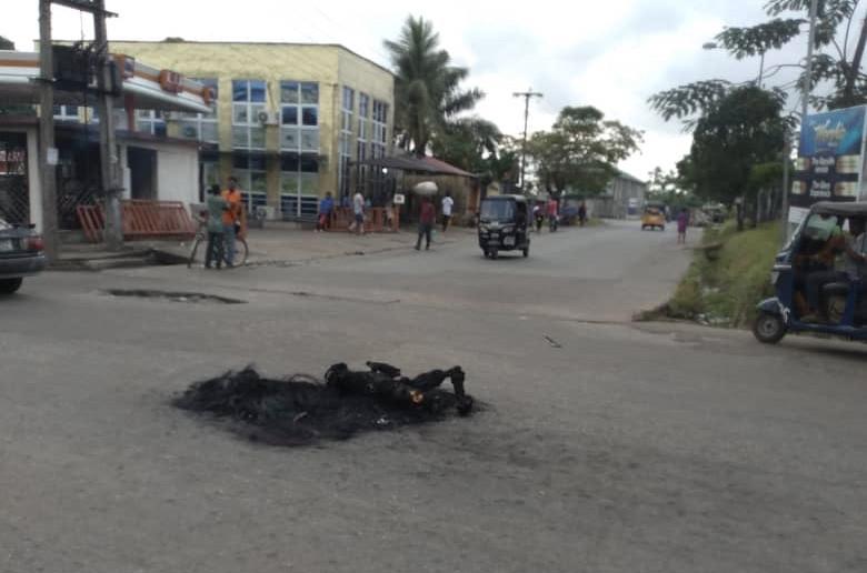 How mob burnt three suspected thieves to death in Calabar-TopNaija.ng