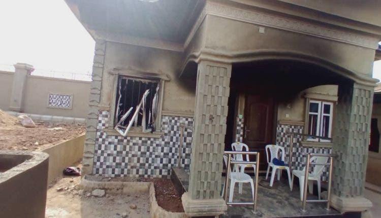 Angry youths destroyed Monarch palace in Osun [PHOTOS]-TopNaija.ng