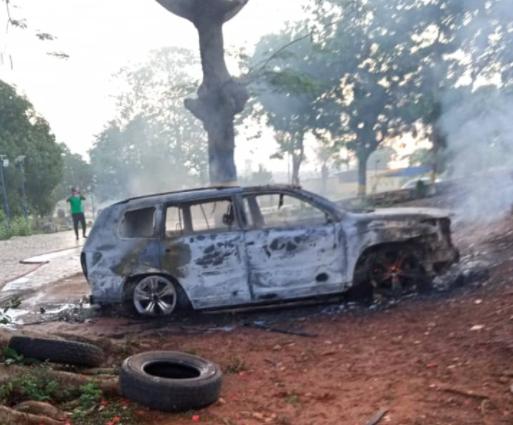 Hoodlums raze Anambra Police zonal headquarters, two police officers killed [PHOTOS]-TopNaija.ng