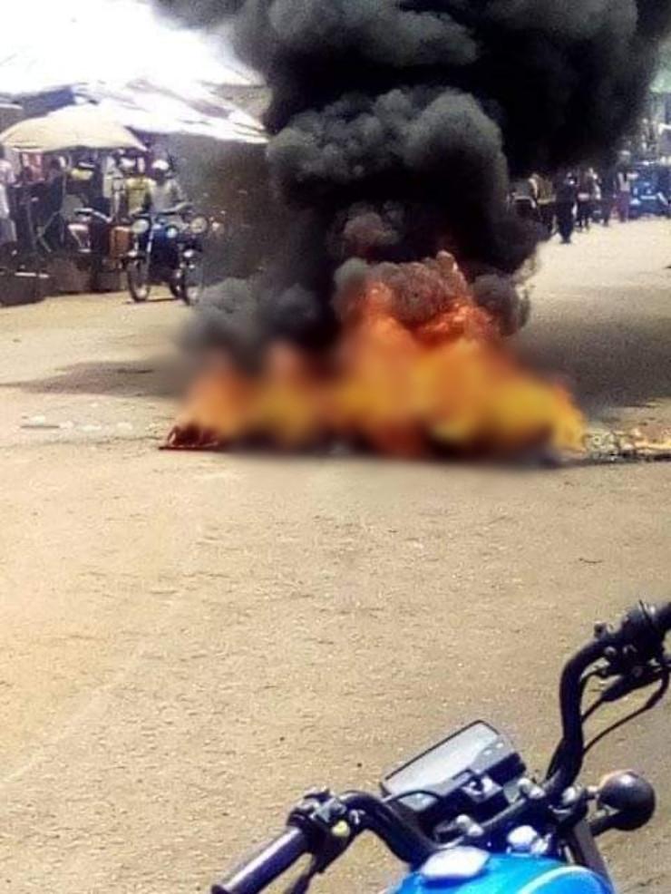 Angry mob burn suspected motorcycle thief in Benue-TopNaija.ng