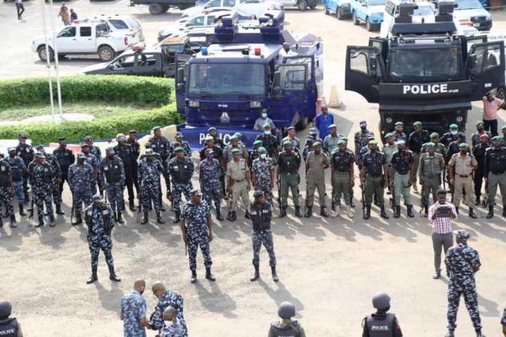 Police begin show of force over rally in Lagos, warn agitators